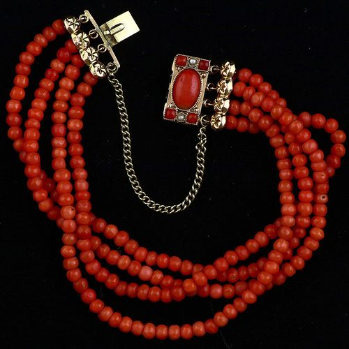 Gold jewellery and objects Four strand coral bracelet completed by a 14k gold cl…