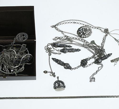 Silver jewellery Silver rings, broches, bracelets, etc. 251 grams