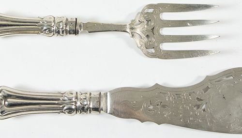 Silver objects Great Britain Silver serving fish knive and fork, each with folia…