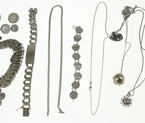 Miscellaneous jewellery and bijoux Necklaces, coin bracelets, coin broches, etc.…