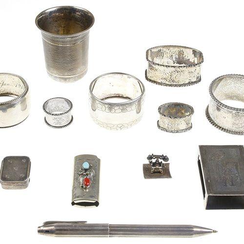 Silver jewellery Silver napkin rings, beaker, ballpoint, etc. Various qualities,…
