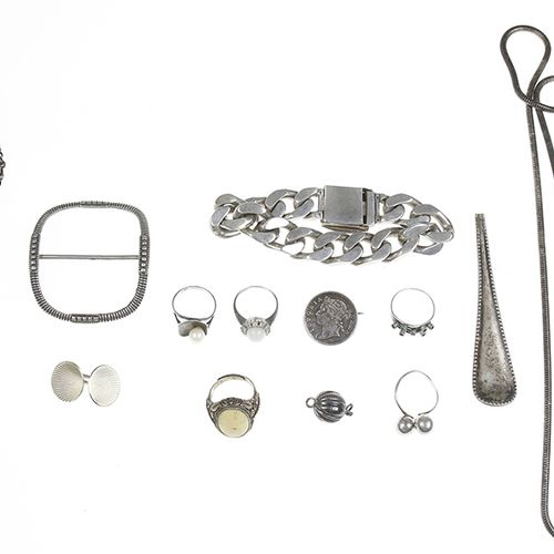 Silver jewellery Silver rings, bracelets, etc. 220 grams, defects