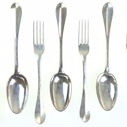 Silver objects Flatware, Netherlands Drie 2e gehalte zilveren tafelcouverts en v…