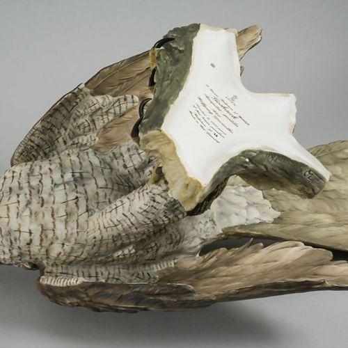Porzellanfigur 'Habicht' / A porcelain sculpture of a goshawk, Kaiserporzellan, …