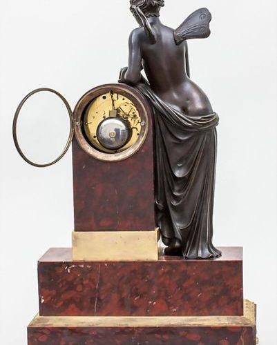 Empire Kaminuhr mit Bronze Skulptur 'Psyche' / An Empire mantel clock with bronz…