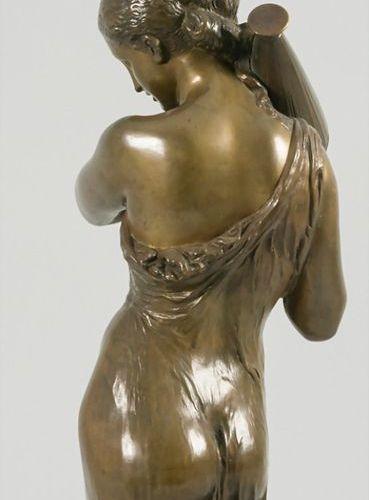 Henry Étienne Dumaige (1830 1888), Bronze Halbakt 'Die Wasserträgerin' / A bronz…