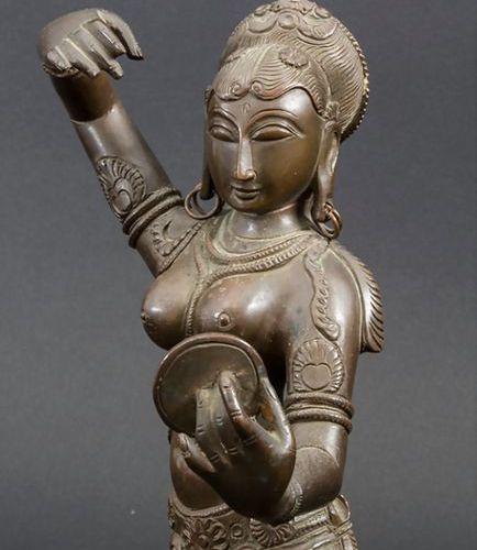 Bronzeplastik 'Indische Tänzerin auf Lotussockel' / A bronze sculpture of an Ind…