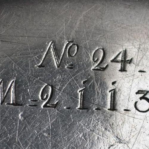 PLAT rond en argent, modèle à moulures de filets Poinçons étrangers, circa 1746 …