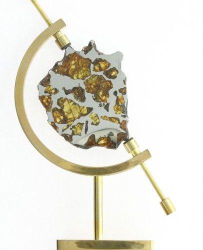 Imilac 29,96 g laiton Meteorite from Imilac, the pallasite of the Atacama desert…