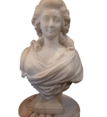 OBJETS 1 Carrara marble bust representing Marie Antoinette end of the 19th centu…