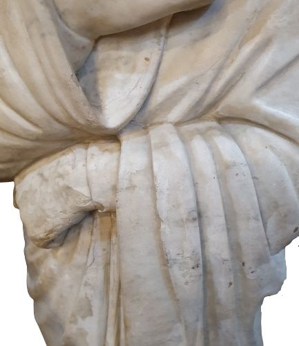 SCULPTURE An important sculpture in carrara marble representing a figure wrapped…