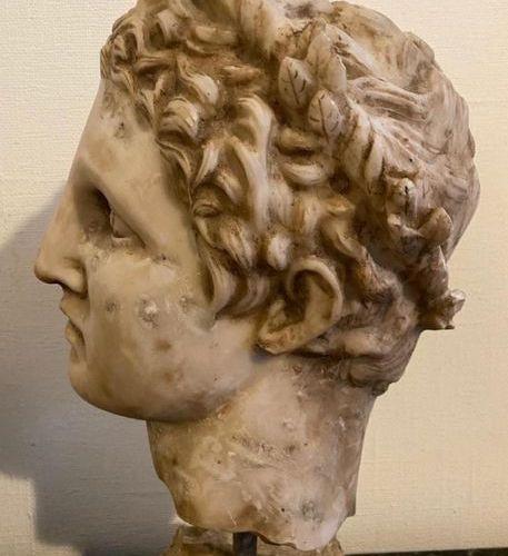 SCULPTURE EN MARBRE Hellenistic Portrait of a Hellenistic figure Alexandre Legra…