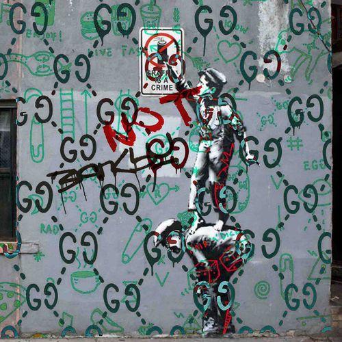ROMANE JONCOEUR ( NÉ EN 1981) Gucci Wall, 2021  Impression sur verre acrylique c…