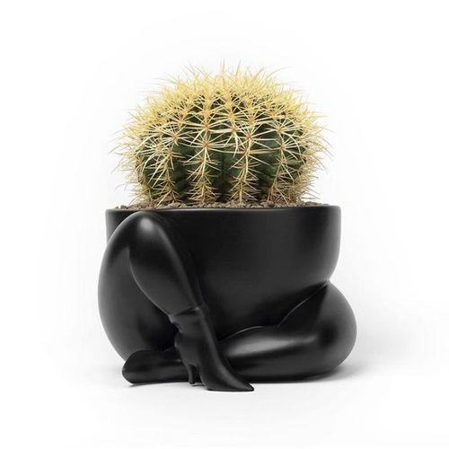 Piet Para Cache pot en céramic mat émaillée (Black), 2020  16 x 29 cm