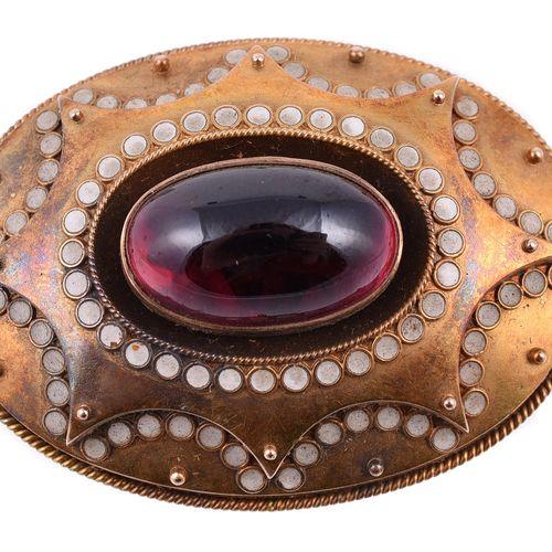 A mid Victorian garnet and enamel oval brooch Une broche ovale en grenat et émai…