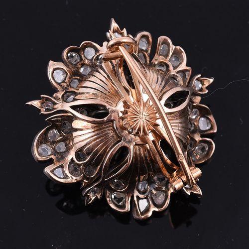 A late 19th century French diamond flower head brooch Une broche tête de fleur e…