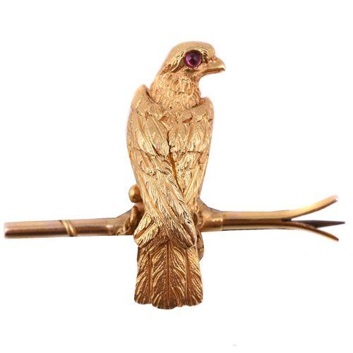 A late 19th century ruby hawk brooch Une broche en forme de faucon en rubis de l…