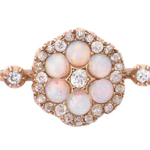 A late Victorian opal and diamond cluster bar brooch Une broche à barre en opale…