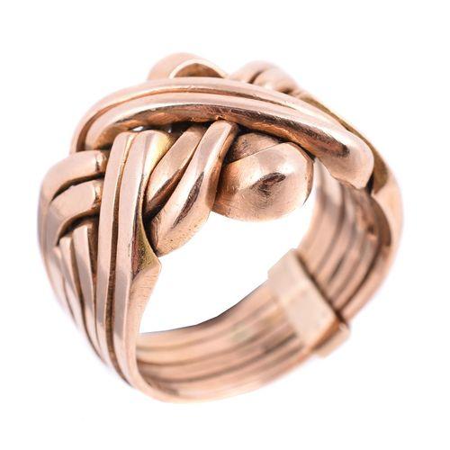 A gold coloured puzzle ring Une bague puzzle de couleur or, l'anneau avec huit s…