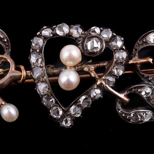 A late Victorian rose cut diamond and pearl mistletoe and heart brooch Une broch…