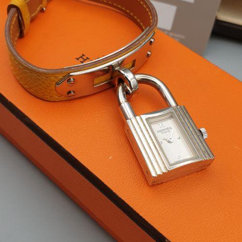 """HERMES, Paris,""""Kelly"""" vers 2008.  Montre bracelet de dame en argent 925 sur plat…"""