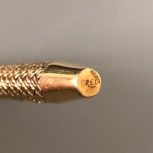 FRED 圆珠笔,有两种颜色(红色和黑色),由18K黄金(750千分之一)编织而成。有签名和编号的弗雷德。毛重:30.5克。