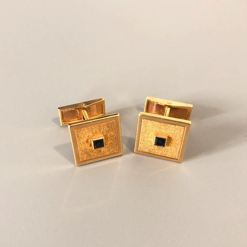 VAN CLEEF ARPELS Importante paire de boutons de manchettes en or jaune 18K (750 …