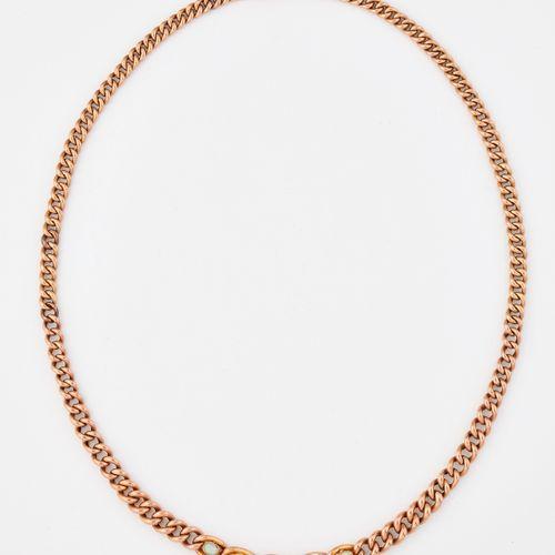 COLLIER D'OPALES EN OR ROSE, opales ovales graduées dans des maillons de bordure…
