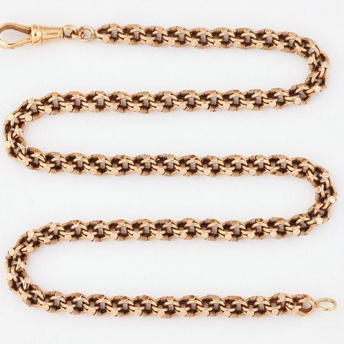 Un collier en chaîne fantaisie, avec clip et marqué '15CT'. Longueur 42.5cm, 20.…