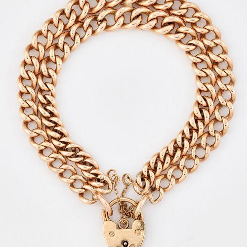 BRACELET EN OR 9CT, avec une double rangée de maillons, un fermoir cadenas en or…