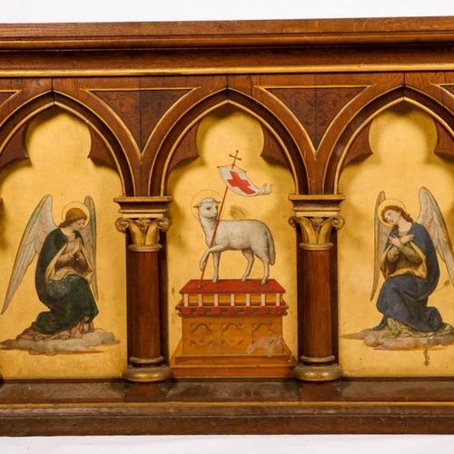 An altarpiece of The Lamb, flanked by two Angels, mid. 20e eeuw. Three painted i…