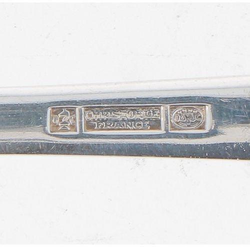 (92) piece Christofle silver plated cutlery cassette. Dans un bel état, comme ne…