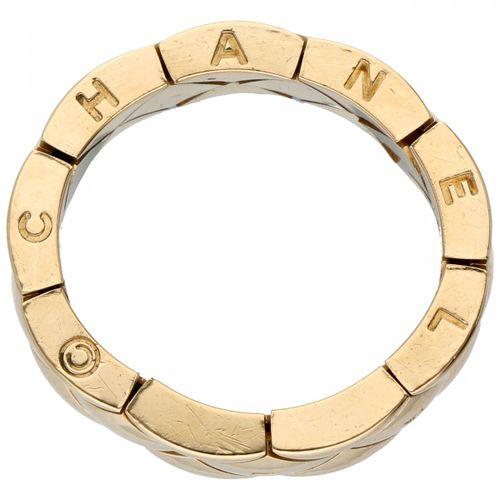 18K. Yellow gold flexible Chanel ring. Numéro de série : 20J 00552 T53. Poinçons…