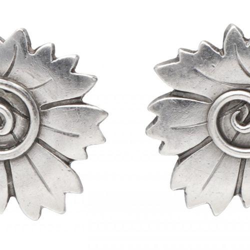 Arno Malinowski for Georg Jensen no.102 silver floral earclips 925/1000. Poinçon…