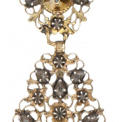 14K. Yellow gold antique pendant set with rose cut diamond. Poinçon : 585. Avec …