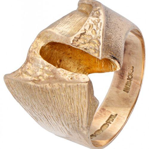 Björn Weckström for Lapponia 14K. Yellow gold design ring. Poinçons : Marque de …