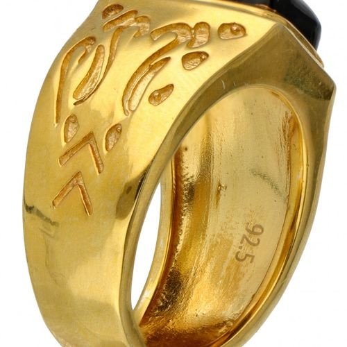 Gold plated silver ring set with onyx 925/1000. Onyx d'environ 10,56 x 8,99 mm. …