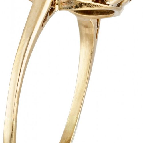 18K. Bicolor gold Art Deco target ring set with approx. 1.16 ct. Diamond and ony…