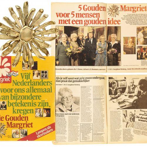 Unique 14K. Yellow gold Anneke Schat 'de Gouden Margriet' pendant / brooch. En l…