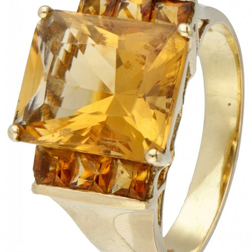 18K. Yellow gold shoulder ring set with citrine. 中央黄水晶约11.95 x 10毫米。戒指尺寸:17.75毫米…
