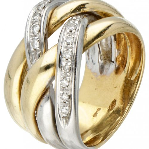 18K. Bicolor gold braided ring set with approx. 0.16 ct diamond. 印章。* 3071 al, 7…