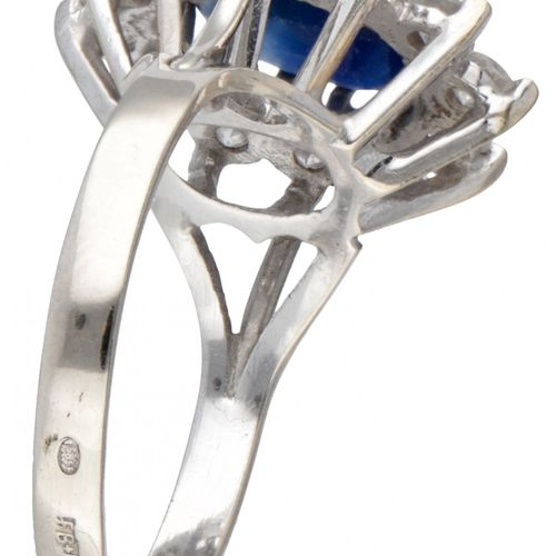 14K. White gold entourage ring set with approx. 0.72 ct. Diamond and approx. 2.2…