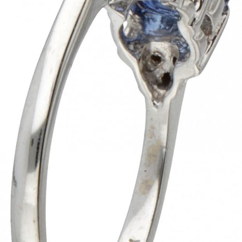 14K. White gold ring set with approx. 1.50 ct. Natural sapphire and approx. 0.03…