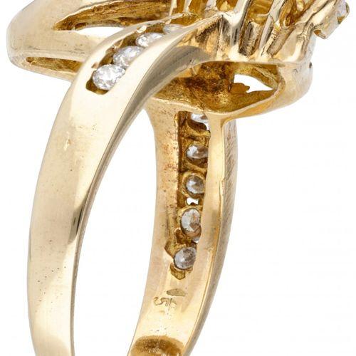 BLA 10K. Yellow gold ring set with approx. 0.59 ct. Diamond. 镶嵌13颗明亮式切割钻石(5颗约0.0…