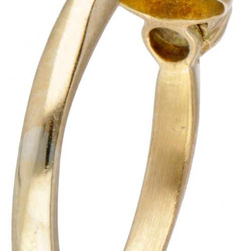 BLA 10K. Yellow gold ring set with approx. 0.76 ct. Precious opal and rose cut d…