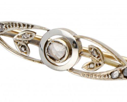 14K. Bicolor gold antique brooch set with rose cut diamond. Poinçons : 585. Avec…