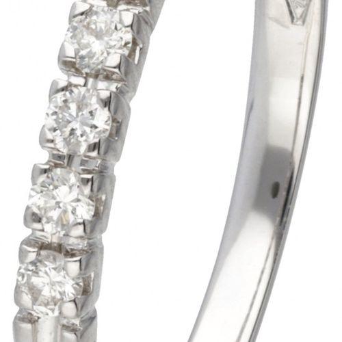 18K. White gold Alfieri & St. John ring set with approx. 0.14 ct. Diamond. Poinç…