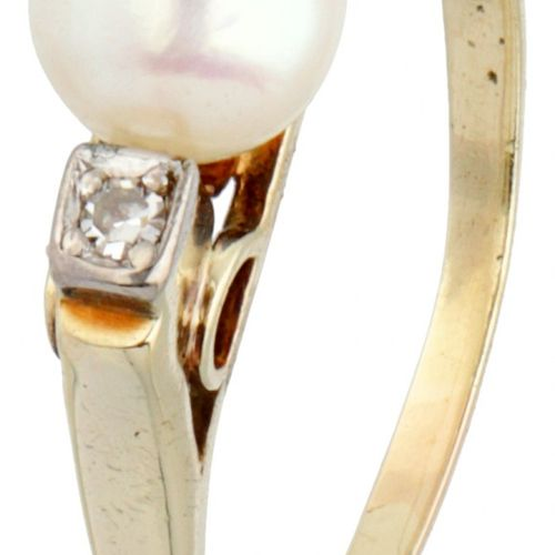 14K. Yellow gold ring set with approx. 0.04 ct. Diamond and a freshwater pearl. …