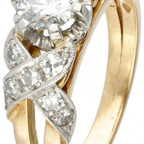 18K. Bicolor gold Art Deco ring set with approx. 0.84 ct. Diamond. 印记:750,四叶草。有一…