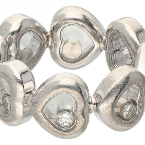 18K. White gold Chopard 'Happy Diamonds' heart shaped alliance ring. 序号:82 / 104…